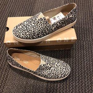 Leopard print toms shoes